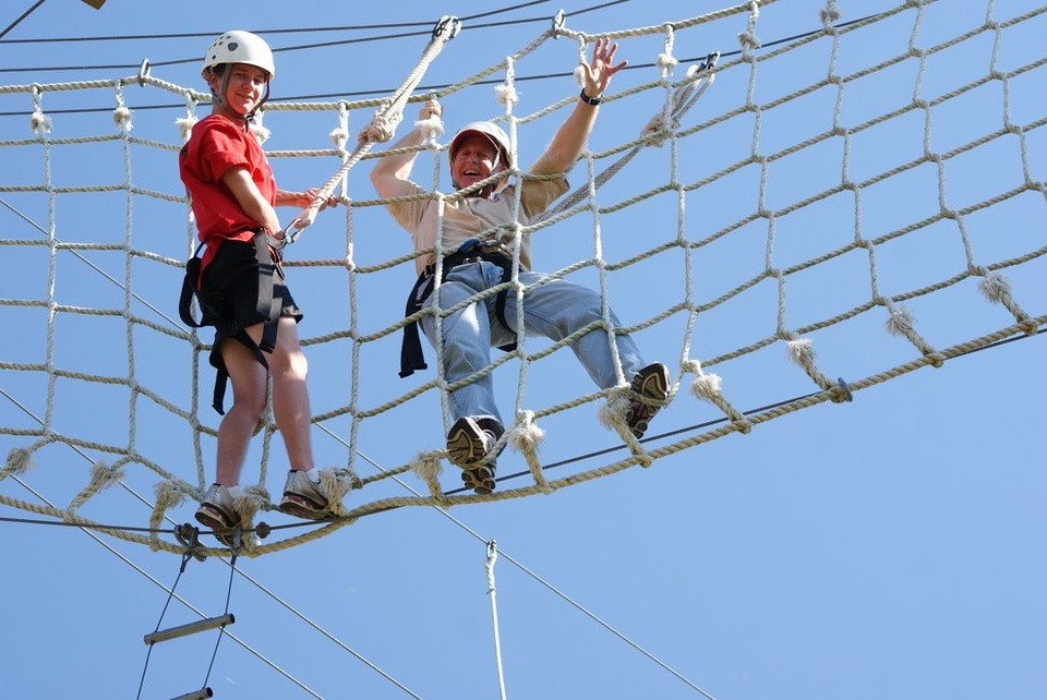 Teambuilding Net Climbing - Teen Rehab