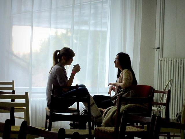 girls-drinking-tea