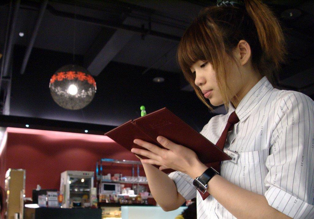 teen girl restaurant work