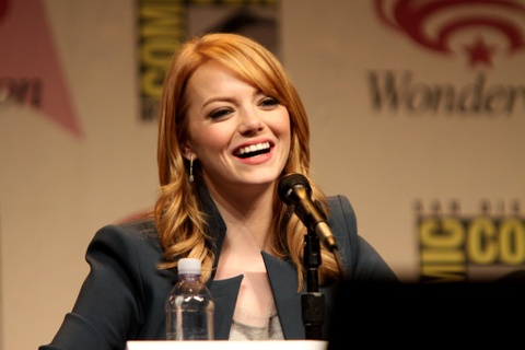 Emma Stone Laughing At Press Conference - Teen Rehab