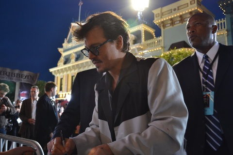 Johnny Depp Signing Autograph - Teen Rehab