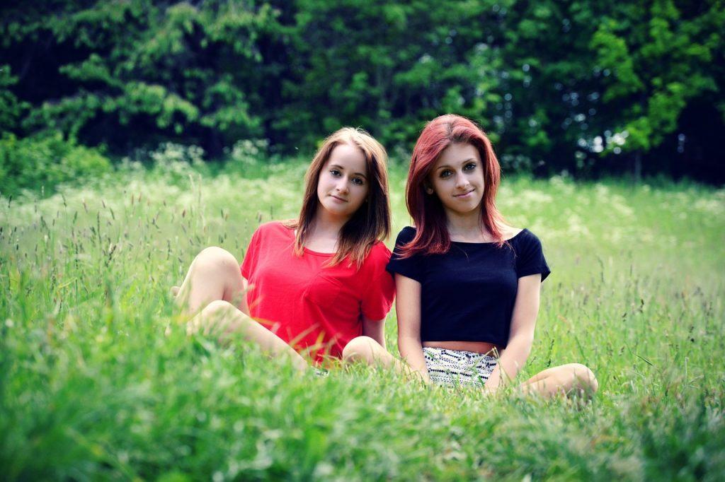 girls-621031_1280