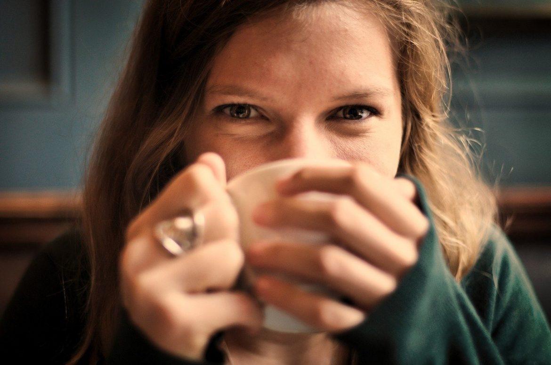girl coffee cup eyes