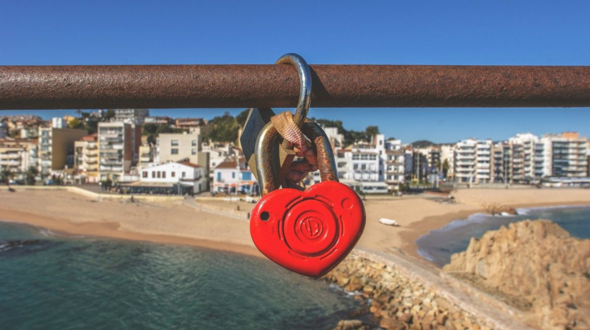 love lock heart beach ocean