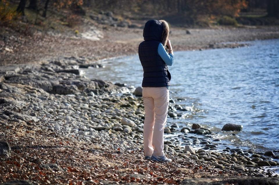 girl-lake