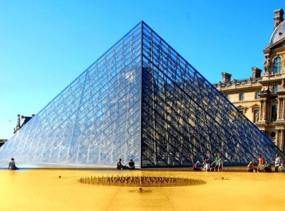 louvre pyramid triangle paris