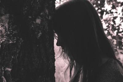 girl woman shadow tree
