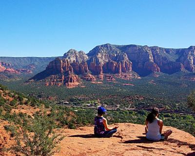 meditation-women-sedona-arizona-nature